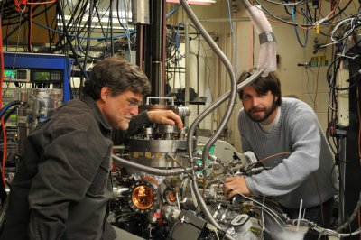 Anderson and Kaden working to accelerate chemical reactions efficiently (Credit: William Kunkel, University of Utah)
